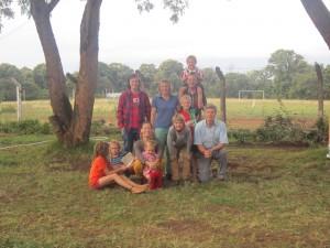 Allemaal bij elkaar, voor de Kilimanjaro (verstopt achter de wolken)